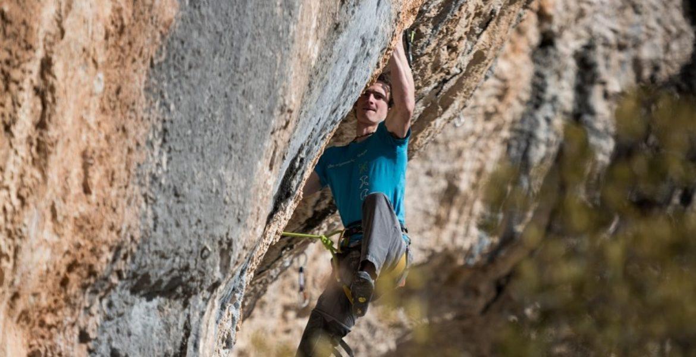 Adam Ondra libère de nouvelles voies dures à Saint-Léger du Ventoux – Adam Ondra  frees new hard routes in Saint-Léger du Ventoux