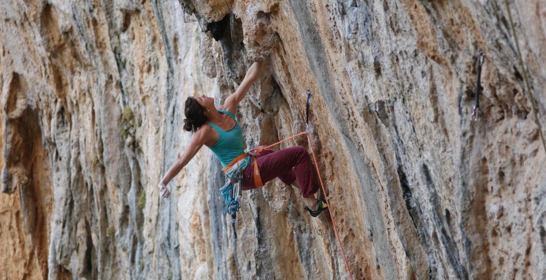 Nina Caprez renoue avec l'escalade sportive en Grèce – Nina Caprez back to sportclimbing in Greece