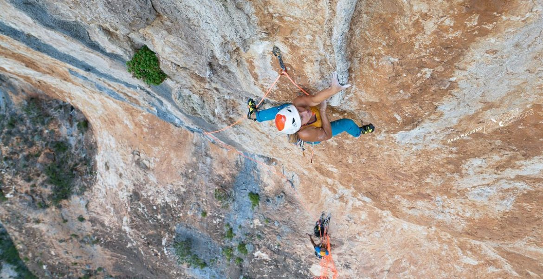 Aleksandra Taistra réalise 2 grandes- voies extrêmes en Sardaigne – Aleksandra Taistra climbs 2 extreme multipitch routes in Sardinia