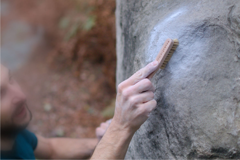 brossage de prises avec la brosse Fanatic Climbing