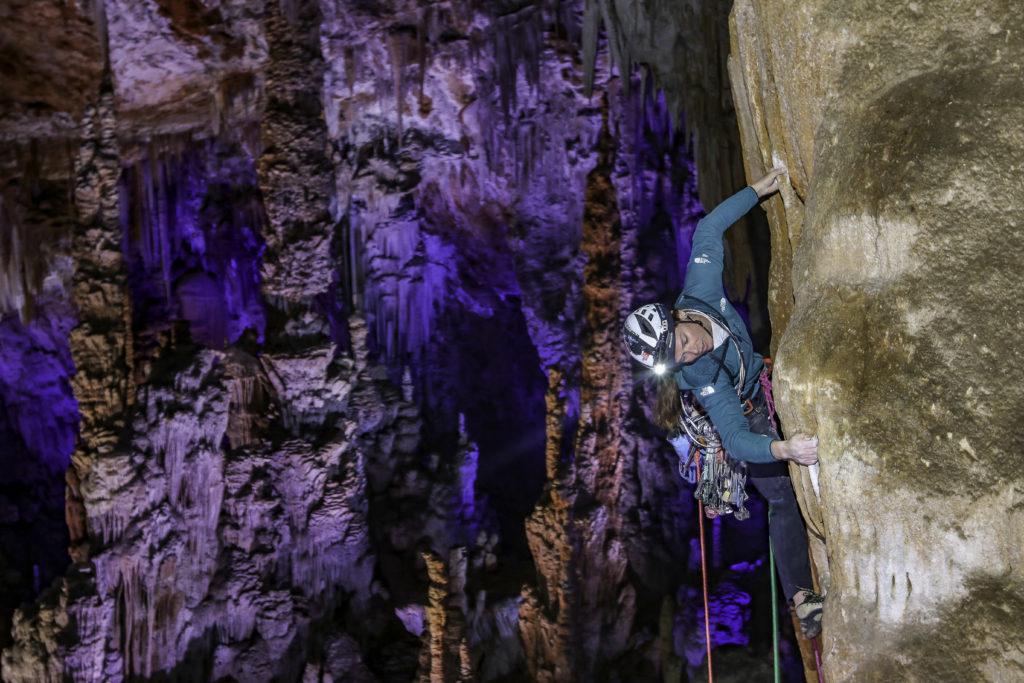 Grimpe dans la grotte de la Salamandre